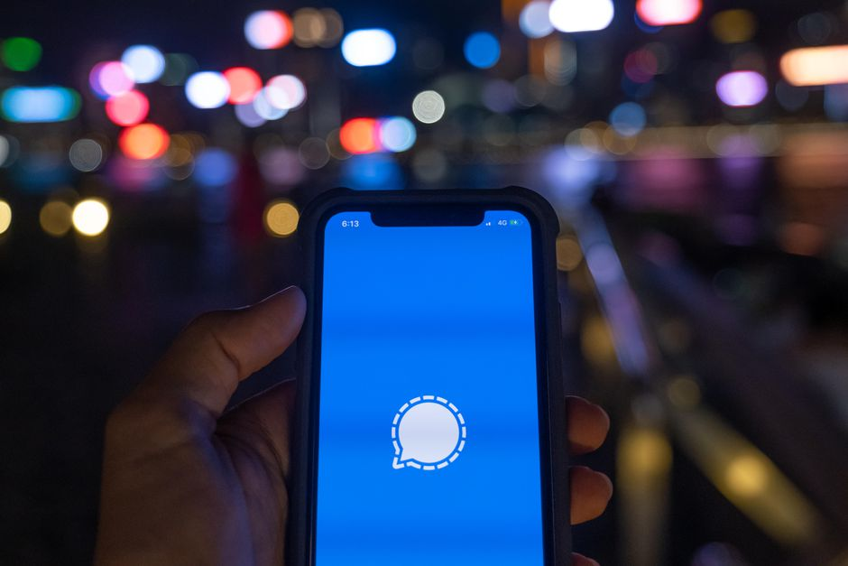 Should You Switch to Signal App from WhatsApp?