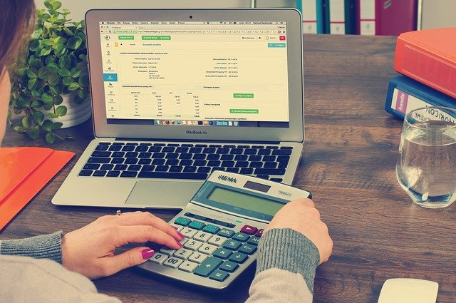 What are the key benefits of studying accounting courses in Ireland?