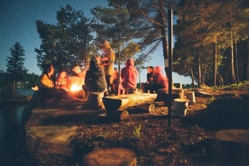 5 Basic Things You Need To Pack For Your Next Camping