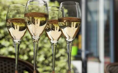5 Must-Try Sparkling Wines From Around The World